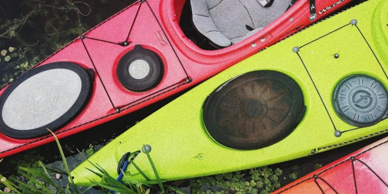 red-green-and-orange-kayaks-3646102 (1)